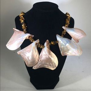 Jewelry - Chunky necklace with shells